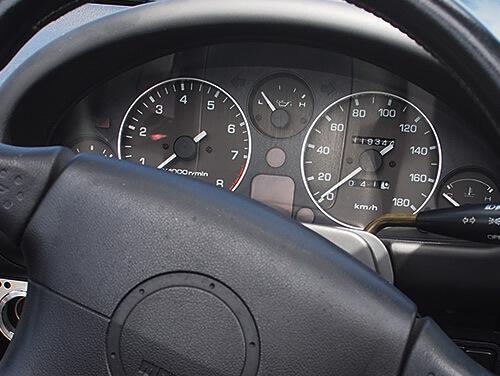 初代ロードスター 車内画像1クロノグラフを思わせるインパネ