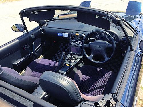 初代ロードスター 車内画像9幌オープン時