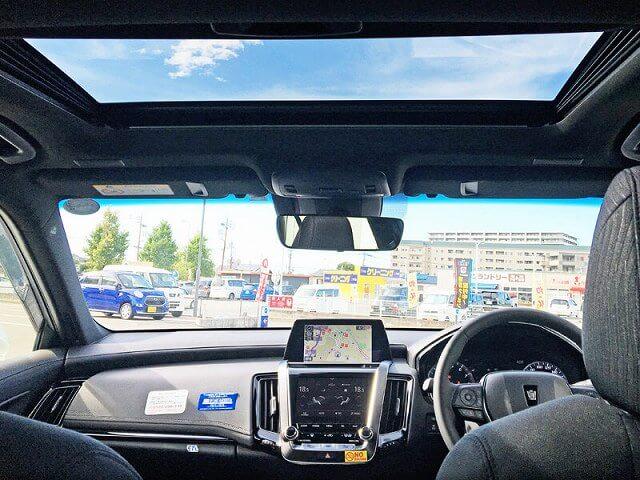 トヨタ クラウンハイブリッド 車内画像4