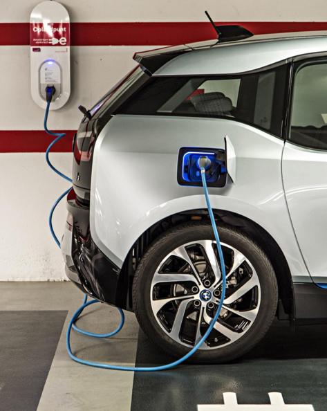 BMWの本格電気自動車 i3は、コンパクトボディで長距離走行も可能
