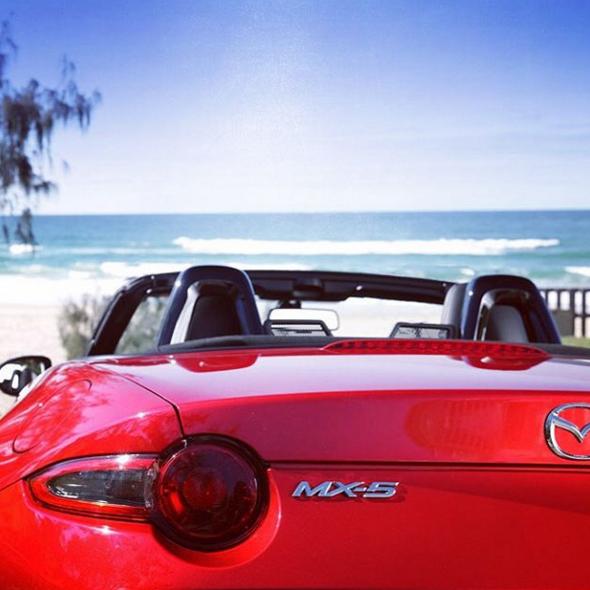 沖縄ドライブで人気のオープンカー、マツダ ロードスターを乗りこなせ!
