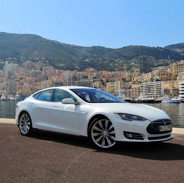 電気自動車�も�命�起���る�米テスラ社�モデルS��置付��魅力